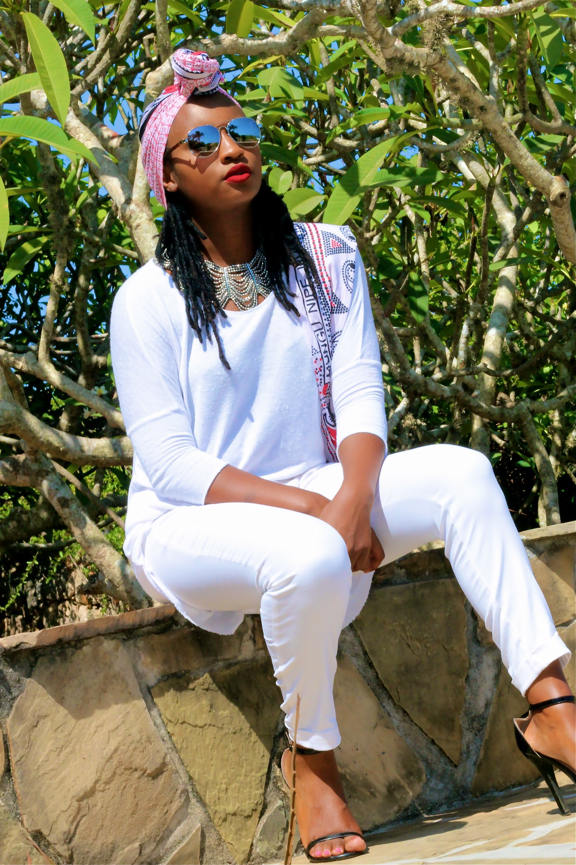 silvia njoki all white